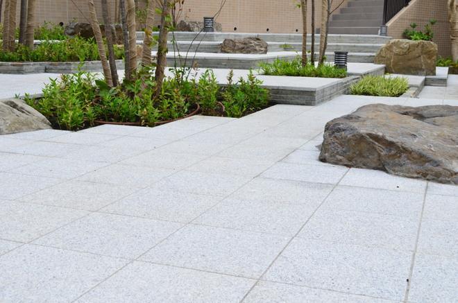 白御影石の方形床貼り 施工事例
